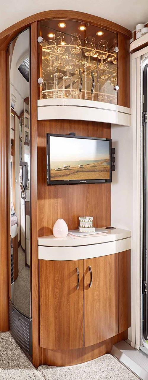TV enota z omarico za kozarce