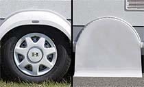 Pokrov za kolesa in priročno mesto za prikaz tlaka v pnevmatikah