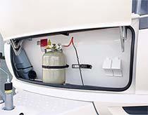 Velik prostor za plinske jeklenke