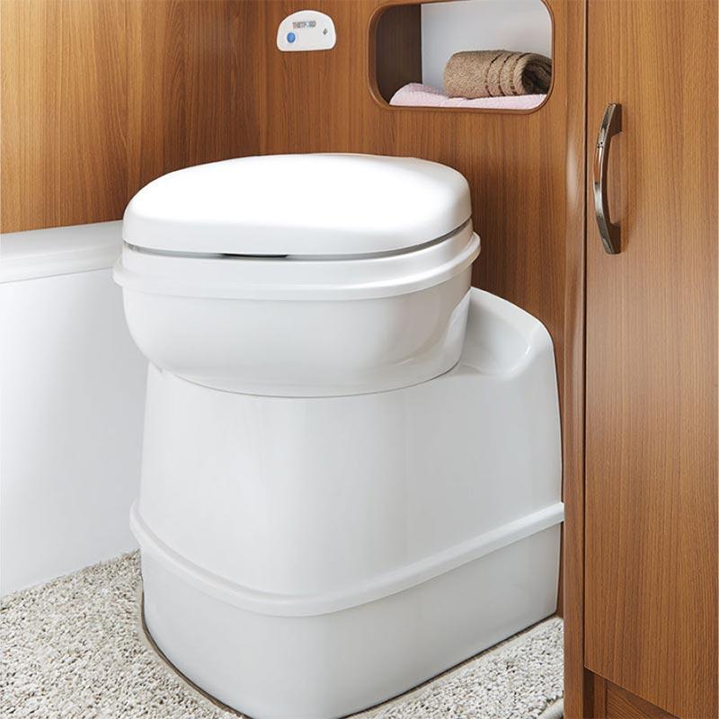Praktično vrtljivo stranišče