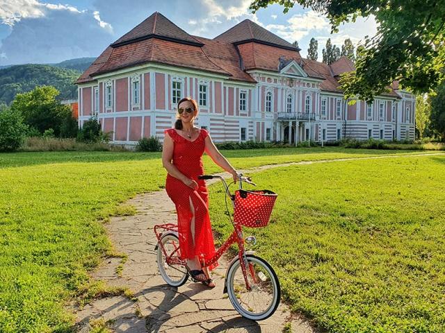 Kdo je popotnica, ki s kolesom Pony odkriva znane in manj znane kolesarske poti po Sloveniji in sosednjih državah
