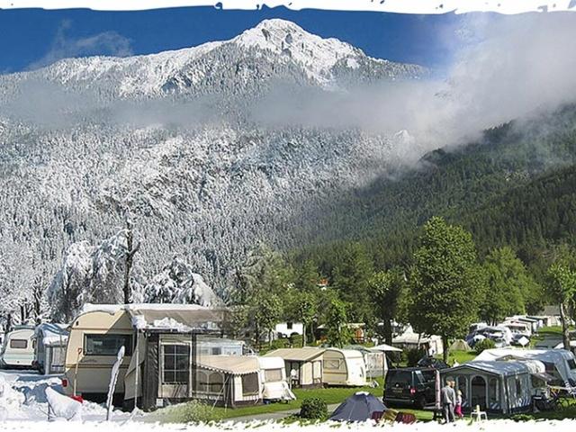 Kamp Schluga: Poleti ali pozimi? Ne, kar celo leto