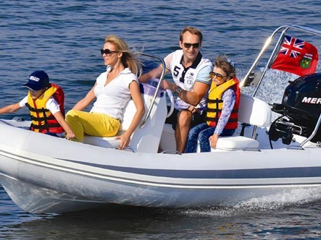 Gumijasti čoln je lahko prijetna popestritev dopusta